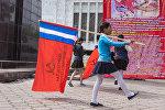 Люди на старой площади Бишкека провели митинг, приуроченный к 1 Мая — Международному дню солидарности трудящихся. Архивное фото