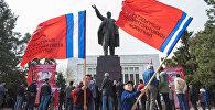 Представители Партии коммунистов Кыргызстана на Старой площади Бишкека провели митинг, приуроченный к 1 Мая — Международному дню солидарности трудящихся