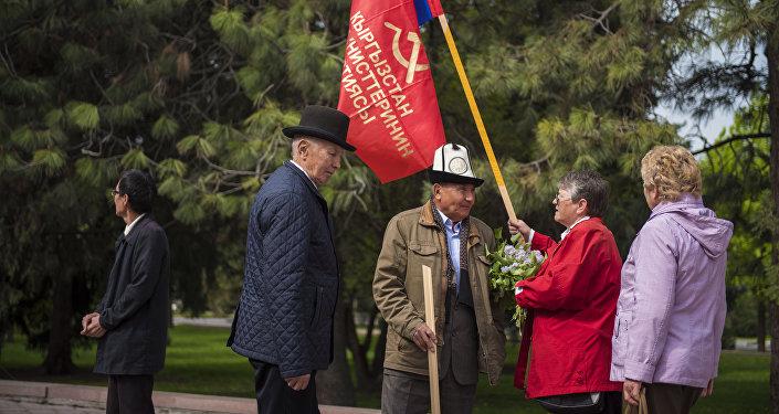 В Бишкеке представители Партии коммунистов Кыргызстана провели митинг, приуроченный к 1 Мая — Международному дню солидарности трудящихся