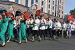 Жители Таджикистана на праздничном параде. Архивное фото