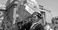 Sputnik Кыргызстан агенттиги совет кыргыздарынын майрамдык демонстрациясын чагылдырган сүрөт түрмөгүн сунуштайт