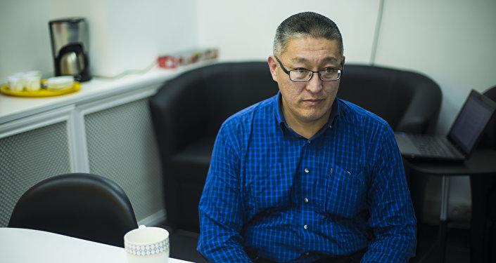 Бир нече жыл Microsoft компаниясынын Кыргызстандагы жана Тажикстандагы өкүлү болуп иштеген Акылбек Айдаралиев маек учурунда