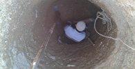 Баткен шаарынын Чет-Булак кварталынын жаңы конушунун тургундары суу жоктугунан кудук казууга мажбур болууда