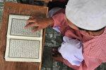 Куран окуу. Архивдик сүрөт