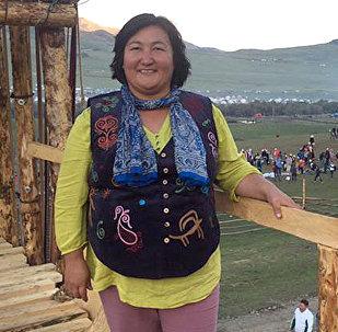 Тюмень шаарындагы Биримдик диаспорасынын төрайымы Канзада Сманованын архивдик сүрөтү