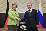 Президент РФ Владимир Путин и федеральный канцлер ФРГ Ангела Меркель во время встречи