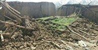 Последствия сильного землетрясения в селе Карамык Чон-Алайского района