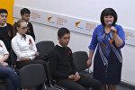 Школьники Бишкека высыпали кыргызскую землю на могилу Панфилова в РФ