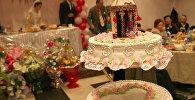 Свадебный торт на торжестве. Архивное фото