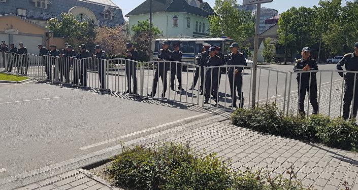 В горсуде должна была рассматриваться апелляция адвокатов Текебаева на решение продлить его арест до 25 мая