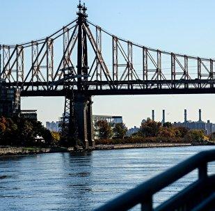 Мост через Ист-Ривер в городе Нью-Йорке. Архивное фото