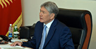 Президент Алмазбек Атамбаев Коргоо кеңешинин катчысы Темир Жумакадыровду кабыл алуу учурунда