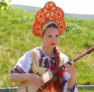 Маш ботой күүсүн катыра черткен орус кызы Мария