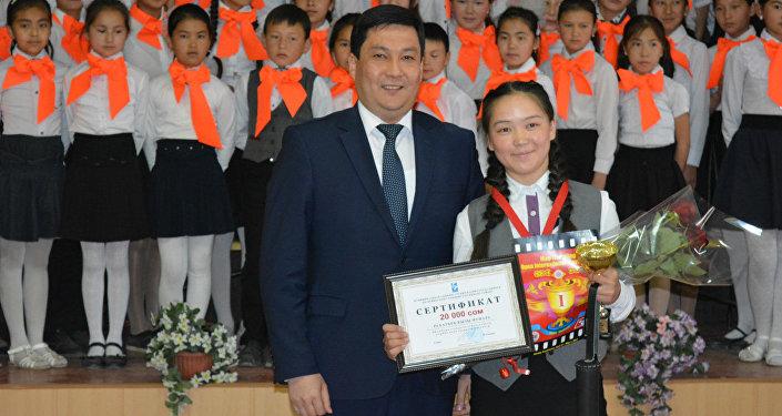 Бишкектик окуучу Рахатбек кызы Мунара таяк тартыш боюнча дүйнө биринчилигинде жеңүүчү болду