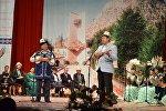 Ош шаарындагы Султан Ибраимов атындагы драма театрында поэзия кечеси өтүп, анын алкагында Акындар Ошту даңкташат китебинин бет ачары өттү