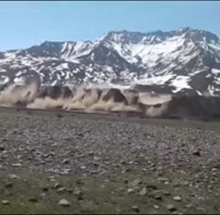 Тургундар видеону 3-майда кыргыз-тажик чек арасында болгон жер титирөө учурунда тартып алган.