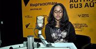 19-жаштагы Михири Мадхушанки Бишкектеги Эл аралык Ала-Тоо университетининмедицина факультетинде окуйт, бош убактысында ырдаганды жактырат.