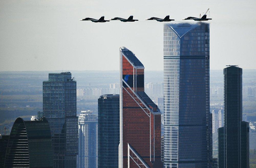Бир кылка келе жаткан атактуу, легендарлуу Су-34! 9-майда өтө турган парадга камдануу учуру