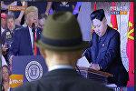 Түндүк Кореянын лидери Ким Чен Ын жана АКШ президенти Дональд Трамп телевизордо. Архивдик сүрөт