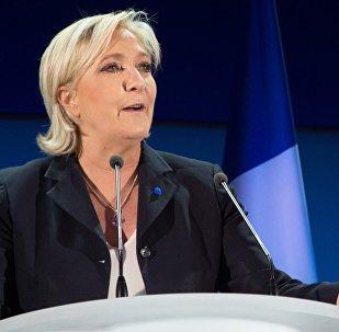 Архивное фото лидера политической партии Франции Национальный фронт, кандидата в президенты Франции Марин Ле Пен