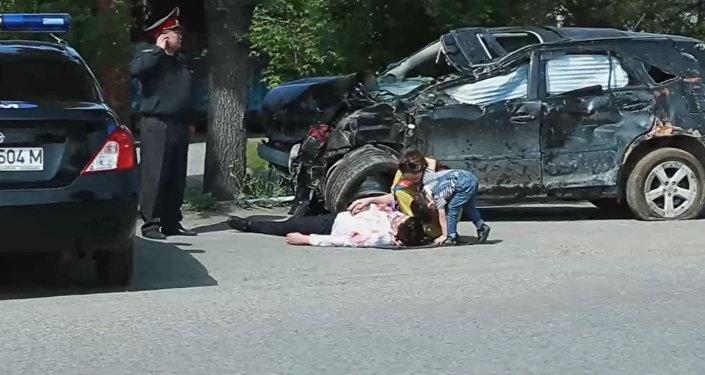 Снимок с видеоролика, подготовленная пресс-службой ГУПМ МВД КР, чтобы предупредить автомобилистов об опасности безответственного вождения