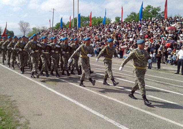 Парад в Баткене по случаю Дня Победы в Великой Отечественной войне