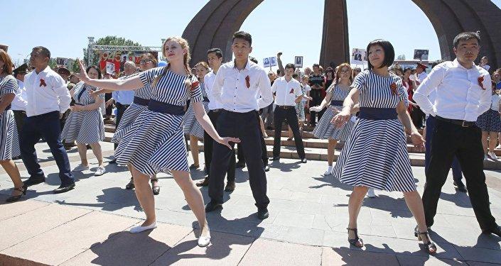 Композицию исполнил студент Кыргызской национальной консерватории Тимур Кожобеков.