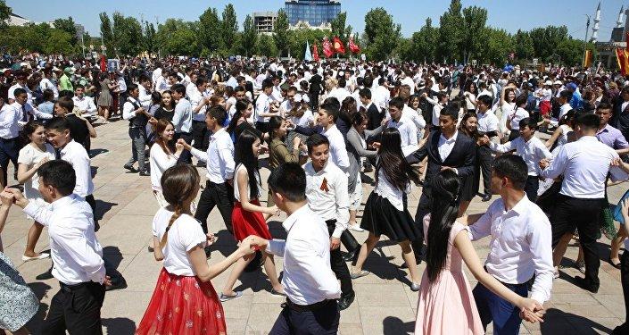 В вальсе закружились 720 пар — учащиеся пятнадцати столичных вузов