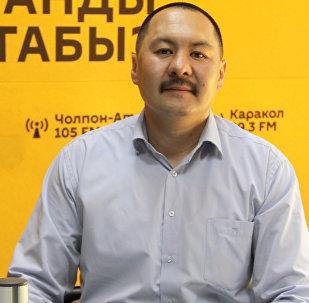 Начальник эксплуатационно-технического отдела ОАО Республиканское производственное объединение радиорелейных магистралей телевидения и радиовещания Улугбек Касмамбетов во время интервью Sputnik Кыргызстан