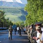 С раннего утра в Бишкеке началась подготовка к проведению самой масштабной на сегодня в стране акции Бессмертный полк