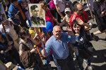 Участники шествия Бессмертного полка в Бишкеке. Архивное фото