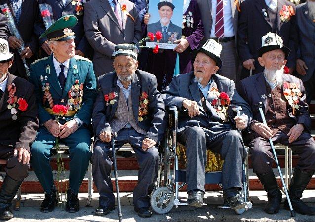 Ветераны на праздновании 72-годовщины Победы в Оше