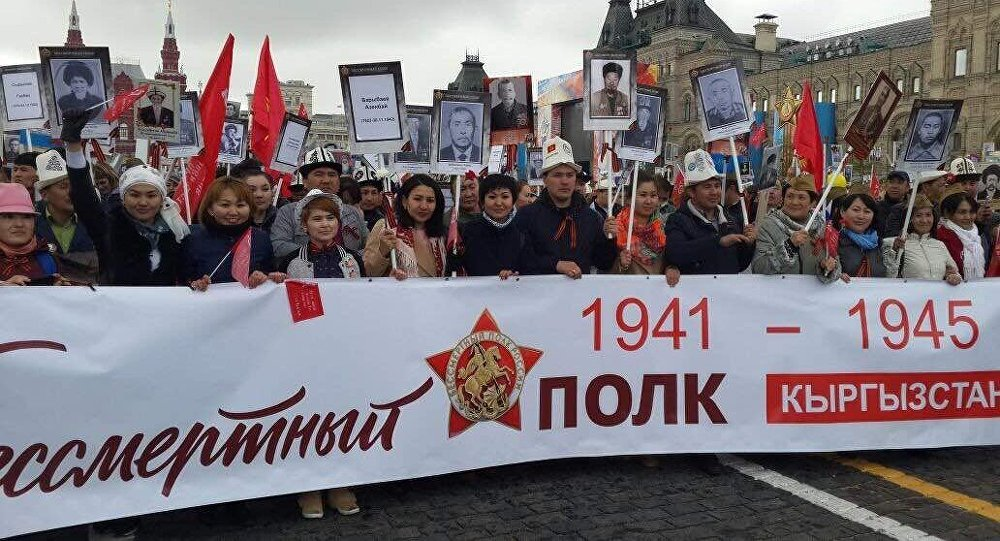 Участники шествия Бессмертного полка в Москве по случаю 72 годовщины со Дня Победы в Великой Отечественной войне