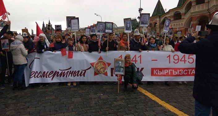 соотечественники собрались у станции метро Белорусская, после чего присоединились к шествию