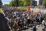Участники акции Бессмертный полк в Бишкеке.