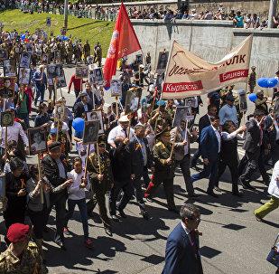 Участники акции Бессмертный полк в Бишкеке. Архивное фото
