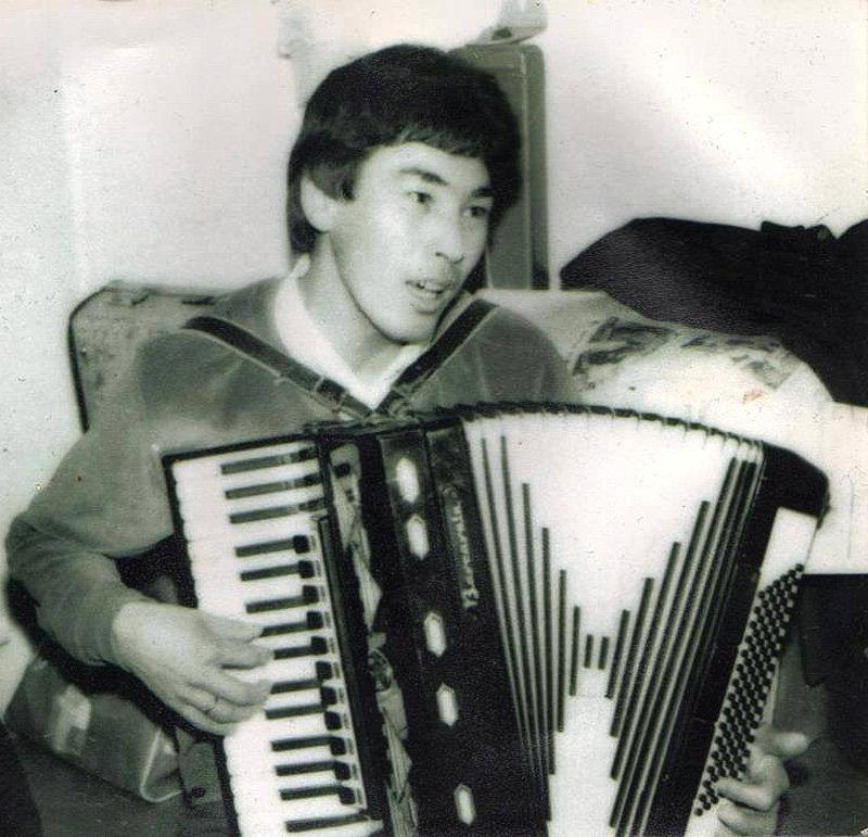 Исполнитель и автор песен на кыргызском языке Чубак Сатаев