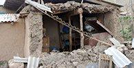 Дом в одном из сел айыл окмоту Жекенди в Чон-Алае, пострадавшая от сильного землетрясения