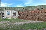 Өзгөн районуна караштуу Жалпак-Таш айыл аймагынын Курбу-Таш менен Маркс айылдарынын ортосунда жер көчкү жүргөн