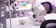 Швейная машина в цеху в Бишкеке