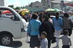 Жөө адамдар Ош базарынын жанындагы жол чырактын кызыл белгисин көп деле элес албайт