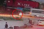 Кудайбергендин жанынан баланы коюп кеткен учур видеокамерага түшүп калган