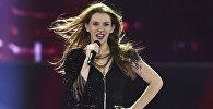 Участница Евровидения из Македонии Яна Бурческа исполняет песню Dance Alone во время второй генеральной репетиции Евровидения 2017 в Международном выставочном центре в Киеве. 10 мая 2017 года
