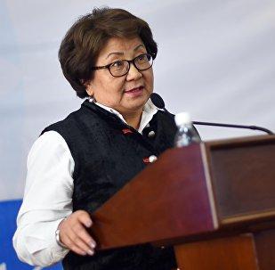 Зкс-президент Роза Отунбаеванын архивдик сүрөтү