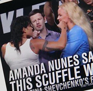 Снимок с социальной сети Twitter группы FOX Sports: UFC. Шевченко и Нуньес на взвешивании