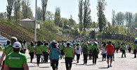 Участники международного марафона Run the Silk Road на Иссык-Куле