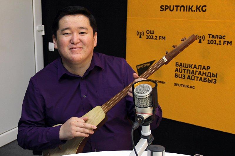Певец отечественного шоу-бизнеса Аскат Мусабеков во время интервью Sputnik Кыргызстан.