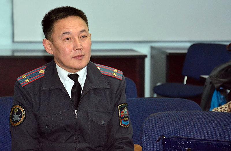 Сотрудник патрульной милиции Нарынской области Тилек Оторов на пресс-конференции