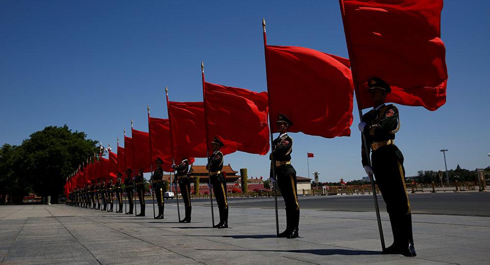 Почетный караул у большого зала Народа в Пекине перед церемонией приветствия участников форума Один пояс, один путь