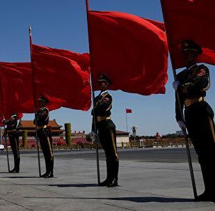 Почетный караул у большого зала Народа в Пекине. Архивное фото